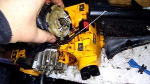бензопила глохнет при нажатии на газ