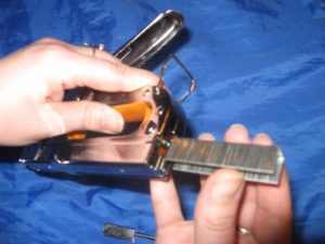 Как выбрать и использовать мебельный степлер