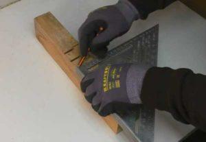 Как можно просверлить перпендикулярное отверстие дрелью